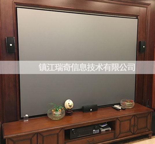 镇江百悦华府业主的激光电视客厅影院